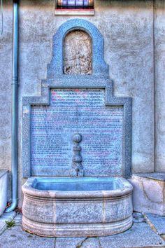 Fuente de San Isidro  Se encuentra en la Ermita de San Isidro, en el Paseo del 15 de Mayo nº 62. es de 1150.Brota debajo del altar mayor de la Ermita del Santo y es conducida hasta la fuente por unas tuberías. La fuente está adosada a la ermita y consta de un gran pilón de mármol de formas cóncavas y convexas. En el frontal de la fuente hay una lápida de mármol en la que están inscritos los textos que hacen referencia a las leyendas del patrón.