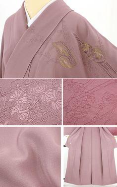 落ち着いた灰桃紫色を基調に、裾ぼかしで濃く色が変わっています。 汕頭刺繍でエ霞文を表現し、枝にさく梅、菊の花、楓に萩など季節の草花が同色糸の刺繍で表現され、一部金糸の刺繍で誰が袖文です。 同色の刺繍で無地のようなさりげない柄表現ですが、ふんだんに使われた刺繍が高級感があり、また、金糸の誰が袖文がアクセントになりさりげなく豪華さを演出しています。  <シチュエーション> 袋帯をしめて、フォーマル、セミフォーマルな装いをお楽しみ頂けます。 お茶会、他家への訪問、各種セレモニーなどに幅広くお使い頂けます。     【楽天市場】汕頭刺繍 訪問着 灰紫 スワトウ刺繍の霞に季節の草花と誰が袖文【送料無料】 【中古】【リサイクル着物・リサイクルきもの・アンティーク着物・中古着物】:ビスコンティ&きもの忠右衛門