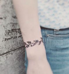50+ Simple and Small Minimalist Tattoos Design Ideas For Women Who'll Want To Make Right Now - EcstasyCoffee