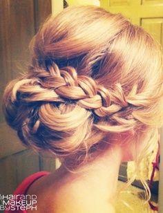 Beautiful easy updo idea. Love the braid to dress up the bun.