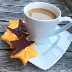 Persimon covered in #chocolate - perfect sweet #snack next to a cup of #coffee  Happy tuesday! -> @lovechock_official #asicstrainingsquad #coffetreats #coffeelover #routines #coffeeroutines#plantbased #hclf#imoveme #happinessoverload#mindfulness#healthybody #runninglover #travelgirl#fitnessfreak#ahealthynut#positivevibesonly#trailpassion #onewithnature#plantbasedliving#fitbyplants#healthyliving#mindset #healthybody#prettylittlethings #flashesofdelight #nutritious#frühstück One With Nature, Happy Tuesday, Coffee Time, Mockup, Tea Cups, Healthy Living, Treats, Snacks, Mugs