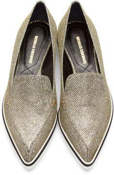 Tendance Chaussures 2017/ 2018 :    Description   Nicholas Kirkwood Gold Metallic Alona Loafers    - #Chausseurs https://madame.tn/fashion/chausseurs/tendance-chaussures-2017-2018-nicholas-kirkwood-gold-metallic-alona-loafers/