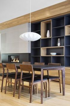 Image 9 of 11 from gallery of La Casa of Paul & Sigi / MXMA Architecture & Design. Photograph by Adrien Williams Home Theaters, Modern Furniture, Furniture Design, Furniture Removal, Home Interior, Interior Design, Regal Design, Bohemian Style Bedrooms, Dining Room Chairs
