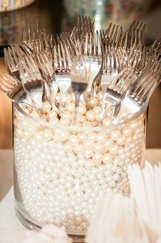 A great way to set up the table! Use some faux pearls or other beads! Pearl wedding details, vintage wedding ideas using pearls, diy wedding decor. Deco Table, Wedding Reception, Wedding Ideas, Reception Food, Reception Layout, Wedding Table, Trendy Wedding, Diy Wedding, Party Wedding
