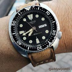 Vintage Seiko Turtle dive watch on Brown Caitlin 2 Strap.
