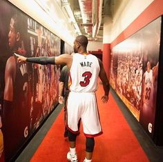 Dwyane Wade announces one last dance. Miami Heat Basketball, Basketball Moves, Basketball Baby, Nba Miami Heat, Basketball Pictures, Basketball Uniforms, Basketball Motivation, Nba Pictures, College Basketball