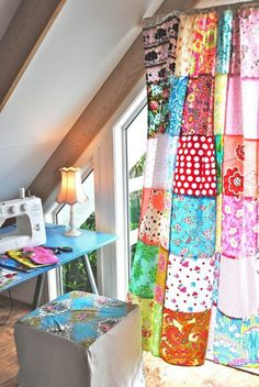 curtain patchwork - love these! I have patchwork curtains in my house and studio! Hippie House, Hippie Home Decor, Gypsy Decor, Patchwork Curtains, Colorful Curtains, Patchwork Skirts, Sewing Curtains, Patchwork Quilting, Cortinas Boho