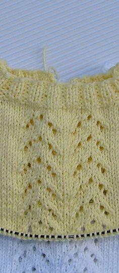 JERSEY DE BEBE GUILLE | Puntomoderno.com Knitting, Dolls, Dresses For Babies, Baby Boy Knitting, Crochet Necklace, Tricot, Breien, Weaving, Stricken