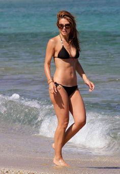 Maria-Menounos---wearing-a-bikini-at-a-beach-in-Greece---adds--30.jpg (1650×2401)
