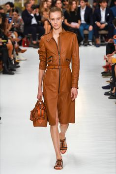 Tod's Spring 2019 Ready-to-Wear Fashion Show Collection: See the complete Tod's Spring 2019 Ready-to-Wear collection. Look 18 Fashion Week, Fashion Looks, Fashion Outfits, Spring Summer Fashion, Winter Fashion, Vogue, Leather Dresses, Fashion Show Collection, Womens Fashion For Work