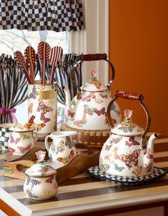 Butterfly tea time set home. Butterfly tea time set home. Hm Deco, Butterfly Decorations, Tea Cozy, Chocolate Pots, Kids House, Classroom Decor, High Tea, Tea Time, Tea Party