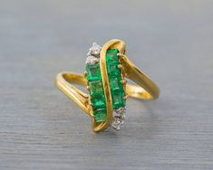 18k Yellow Gold S Shaped Emerald Diamond Ring - Vintage 1980s - Retro Engagement Anniversary Ring - May Birthstone