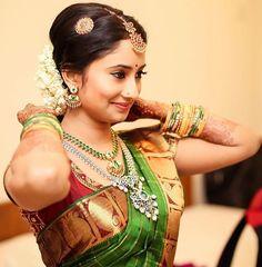 Bollywood Actress as Bridesmaids Indian Bridal Sarees, Indian Bridal Wear, Wedding Sarees, Kerala Wedding Saree, South Indian Bride Saree, Indian Wear, Series Juveniles, Kerala Wedding Photography, Candid Photography