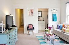 42m2 apartment of a fashion blogger in California.