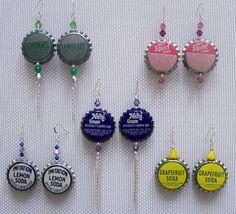 Bottle Cap Earrings DIY Bottle Cap Earrings - she used vintage bottle caps from abeautifulmess.DIY Bottle Cap Earrings - she used vintage bottle caps from abeautifulmess. Bottle Cap Earrings, Bottle Cap Jewelry, Diy Earrings, Earrings Handmade, Handmade Jewelry, Beer Bottle Caps, Bottle Cap Art, Beer Caps, Bottle Top
