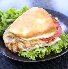 grilled-snapper-sandwich-on-jamaican-coco-bread-panning-the-globe