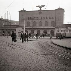 Hlavná stanica Bratislava, Japan Garden, Phi Phi Island, Old Photography, Old City, Time Travel, Old Photos, Budapest, Louvre