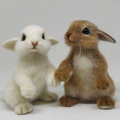 Мои зайки😊💕 Встретились, познакомились и... разбежались по разным домикам.🐰🐰🐾🐾 #кролик #зайка #зайчик #крольчонок #сухоеваляние #сувенир #сувенирручнойработы #авторскиеигрушки #feltingwool #feltingtoys Needle Felted Animals, Felt Animals, Felt Bunny, Needle Felting Tutorials, Cute Little Animals, Felt Diy, Felt Hearts, Wet Felting, Felt Ornaments