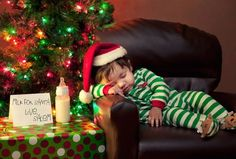 Adorable Christmas picture. Would be great for a  fun Christmas card. Holiday photography | children's photography | fun Christmas photos