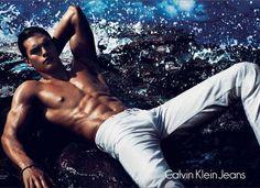Novo modelo de cueca da Calvin Klein que apareceu no Super Bowl tem 21 anos e se chama Matthew Terry | Chic - Gloria Kalil: Moda, Beleza, Cultura e Comportamento