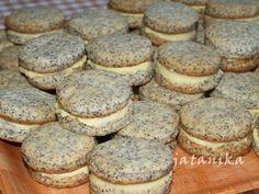 Makové koláčiky s citrónovým krémom (fotorecept) - obrázok 8 - My site Sweet Desserts, Sweet Recipes, Dessert Recipes, Yummy Treats, Yummy Food, Czech Recipes, Food Swap, Xmas Cookies, Mini Cakes