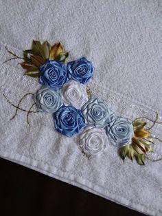 LOY HANDCRAFTS, TOWELS EMBROYDERED WITH SATIN RIBBON ROSES: Flores de fitas em cetim