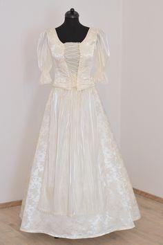 Very pretty wedding dress, hungarian style.   www.hagyomanyorzobolt.com Pretty Wedding Dresses, Girls Dresses, Flower Girl Dresses, Beautiful, Style, Fashion, Dresses Of Girls, Swag, Moda