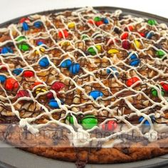 Gluten free creamy cookie pizza!! Looks delicious. Can't wait to make it  :)
