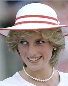 princess diana 1983 | princess di suffering a lot from bulimia here 1983