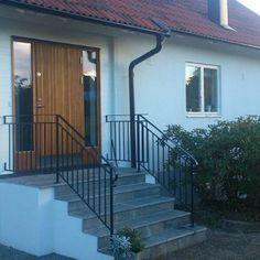 bovalls_inspiration_ytterdorrar_kalvo-ek-med-sidoljus Teak, Stairs, Inspiration, Home Decor, Ladders, Biblical Inspiration, Homemade Home Decor, Ladder, Staircases