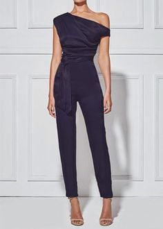 Women's Classy Commuting Sloping Shoulder Jumpsuit Look Fashion, Womens Fashion, Fashion Trends, Feminine Fashion, Fashion Black, Petite Fashion, Fashion Bloggers, Curvy Fashion, Fall Fashion