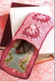 Transcendent Crochet a Solid Granny Square Ideas. Inconceivable Crochet a Solid Granny Square Ideas. Crochet Case, Crochet Diy, Crochet Motifs, Crochet Squares, Love Crochet, Crochet Gifts, Beautiful Crochet, Crochet Patterns, Crochet Blocks