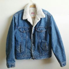 a7df5e306e5 ·Sold· Vintage Levi s Sherpa Denim Jacket Authentic 80 s vintage Levi s  sherpa jacket with button
