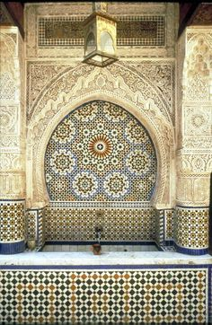 The 17th-century Nejjarine Fountain, retiled and repaired by two generations of master zlayjis of the Benslimane family. Photo Credits: Peter Sanders/Saudi Aramco World/PADIA