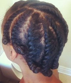 We've gathered five natural hairstyles for working out that are easy and look stylish.