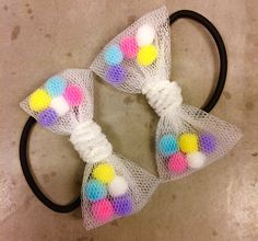 This week I saw a great tutorial for Confetti Hair Bows on Pinterest, that almost takes nothing of your time to make. Really, you can do th...