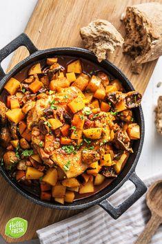 Recept voor: stoofpot / stew / kip / kippendij / spek / spekjes / stoof / winter / herfst / chicken / bacon / saus / sauce / autumn / champignon / wortel / aardappelen / comfortfood / laurier / laurierblad / uitgebreid / koken #hellofresh #maaltijdbox #recept #recepten #avondmaal #lekker #tasty #best #recipe #stoof #stoofpot #dagelijksekost #stew #kip #chicken #winter #herfst #autumn #champignon #comfortfood