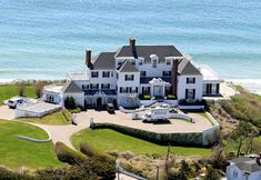 crazy_luxurious_celebrity_villas_06 Celebrity Mansions, Celebrity Houses, Taylor Swift House, Beverly Hills, Watch Hill Rhode Island, Gorgeous Movie, Rich Home, Expensive Houses, Beach Fun