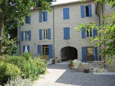 Chambres d'hôtes Drôme provençale, à Taulignan, dans un moulinage de soie, proche du château de Grignan. Bâtisse en pierres restaurée...