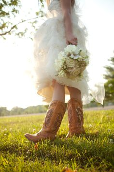 Casual Country Wedding Dresses | ... sarah s golden hour bridal portrait session posted in bridal portraits