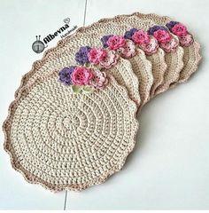 Supla making with floral ornaments By hatice Mandala Au Crochet, Crochet Motifs, Crochet Circles, Crochet Doilies, Crochet Flowers, Crochet Kitchen, Crochet Home, Crochet Gifts, Cute Crochet