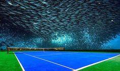 Cancha de tenis debajo del agua en Dubai