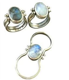 Two rings in one! Labradorite stone on one side and Moonstone on the other side. Sterling silver. Available in whole sizes 6-10
