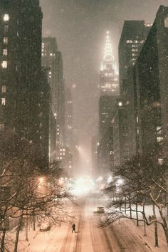 New York City - Snow - Janus - Chrysler Building - View from Tudor City Place - By: (Vivienne Gucwa)