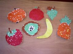 www.jufjanneke.nl   Smakelijk eten… Arts And Crafts, Paper Crafts, Kitchen Themes, Hungry Caterpillar, Food Crafts, Mosaic Art, Fruits And Vegetables, Projects To Try, Healthy Eating