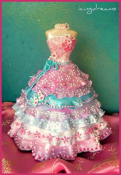 Sugarpaste Cinderella Cake: all edible Cinderella dress made from gumpaste and fondant with scattered flowers and henna designs. Fancy Cakes, Crazy Cakes, Cute Cakes, Pretty Cakes, Bolo Barbie, Barbie Cake, Barbie Dress, Teen Cakes, Girl Cakes
