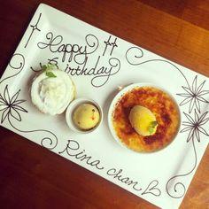 バースデープレート Chocolate Drawing, Chocolate Art, Food Plating Techniques, Dessert Platter, Plate Presentation, Birthday Plate, Food Garnishes, Cafe Menu, French Pastries