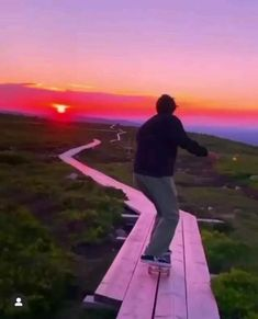 Skateboard Videos, Skateboard Girl, Beautiful Places To Travel, Cool Places To Visit, Skate Bord, Skate Style, Love Is In The Air, Longboarding, Skater Girls