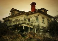 Astoria haunted house creepy so sad to see a neglect. Abandoned Property, Old Abandoned Houses, Abandoned Buildings, Abandoned Places, Old Houses, Creepy Houses, Spooky House, Haunted Houses, Spooky Places