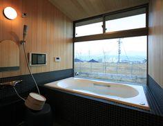タイルを使って素敵なバスルームを作るには? #homify #ホーミファイ #バスルーム #風呂 #タイル https://www.homify.jp/ideabooks/275344 アーキウェルワークス一級建築士事務所 の モダンな 洗面所/風呂/トイレ 大紅葉の家